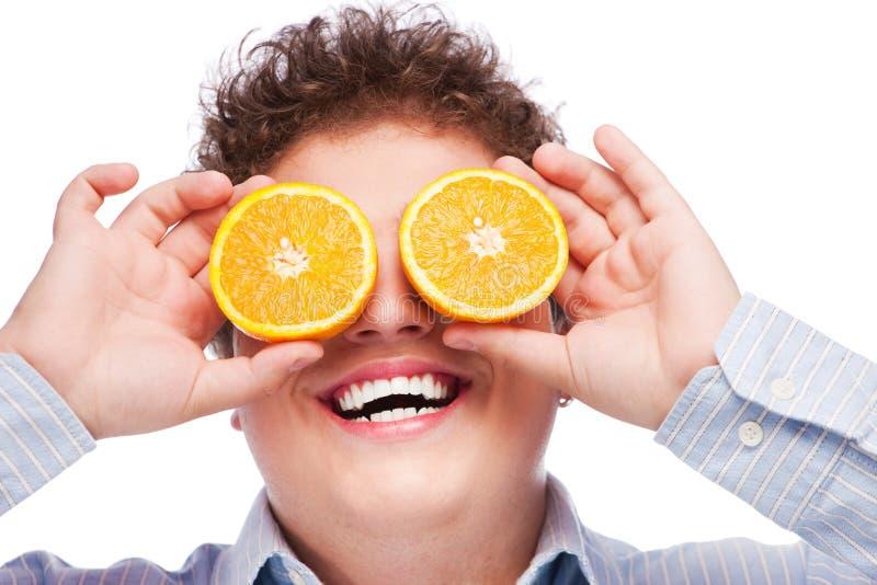 przygląda się pomarańcze zdjęcie royalty free