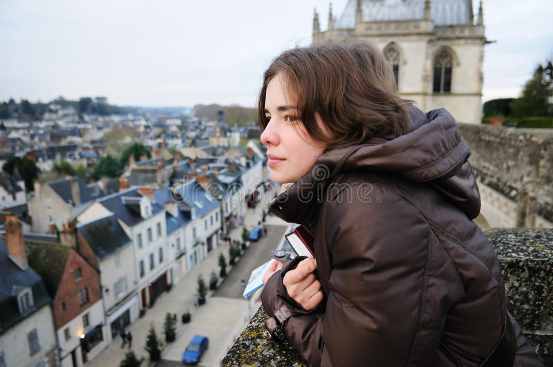 przyglądający portreta miasteczka kobiety potomstwa obraz royalty free
