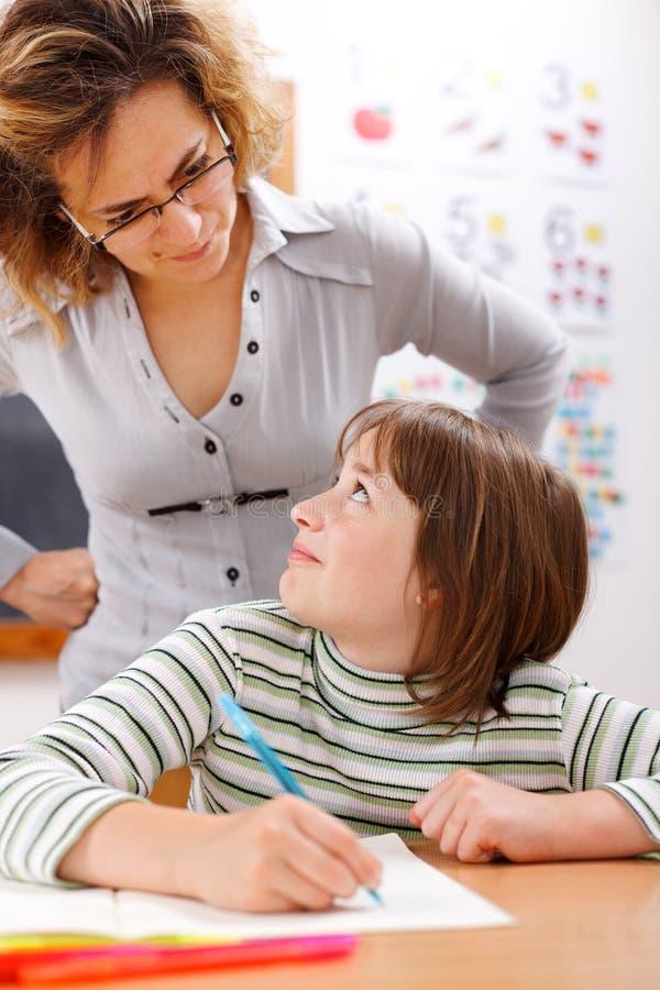 przyglądający studencki nauczyciel obrazy stock