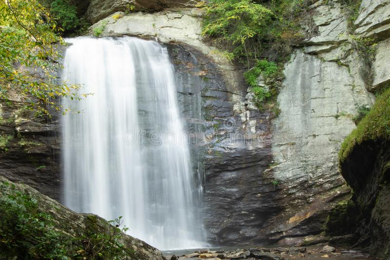 Przyglądający szkło Spada w Pisgah lesie państwowym obraz royalty free