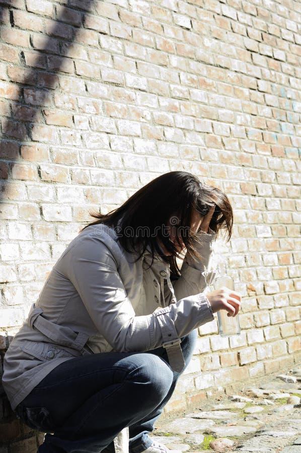 przygnębiona myśląca kobieta zdjęcia royalty free