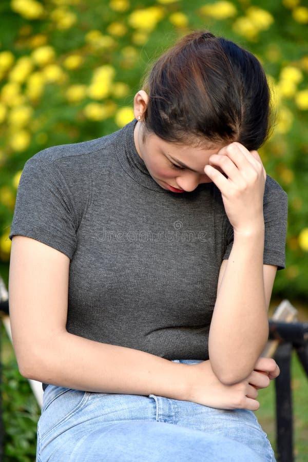 Przygnębiony Młody filipinka Dorosła kobieta obraz stock