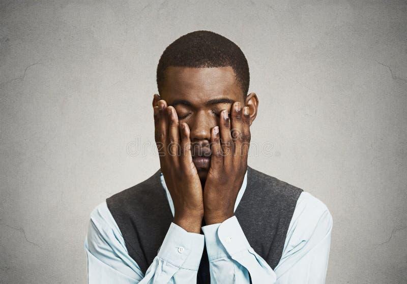 Przygnębiony smutny mężczyzna zdjęcia royalty free