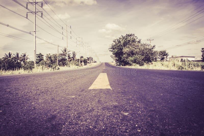 Przygoda pisać na wiejskiej drodze obraz stock
