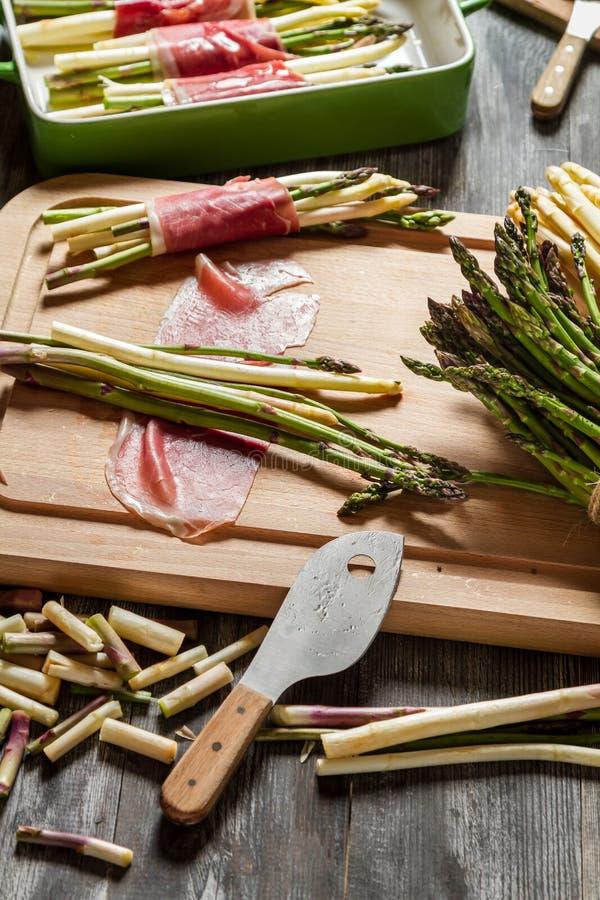 Przygotowania dla potrawki z asparagusem obraz royalty free