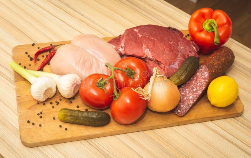 Przygotowania warzywa i mięso na pokładzie fotografia royalty free