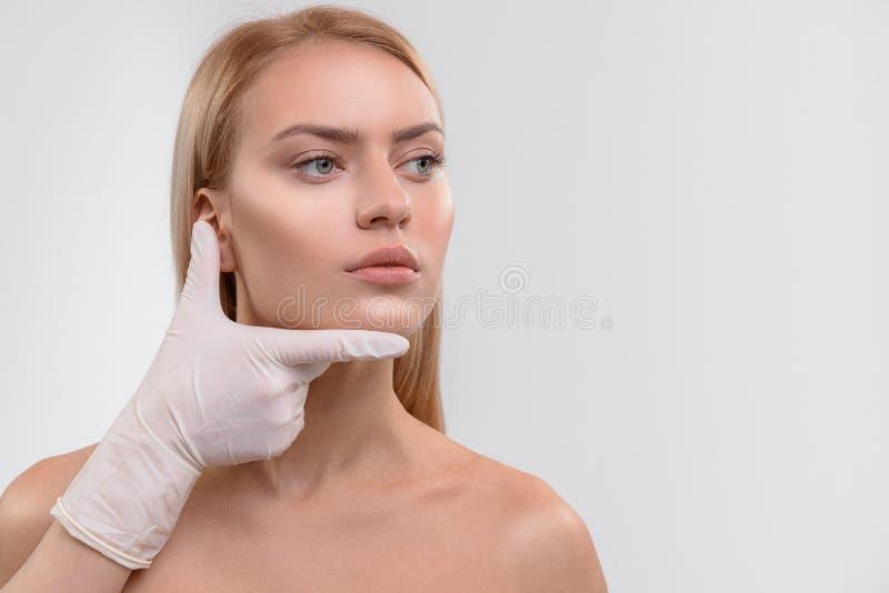 Przygotowanie dla chirurgii plastycznej żeńska twarz zdjęcia royalty free