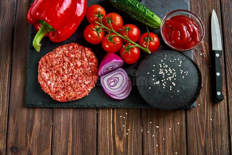 Przygotowanie hamburger obraz royalty free