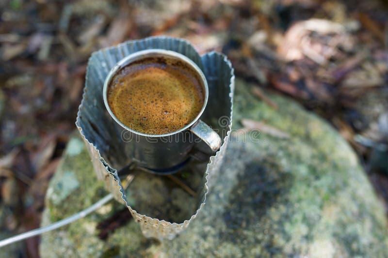 Przygotowanie kawa outdoors zdjęcie stock