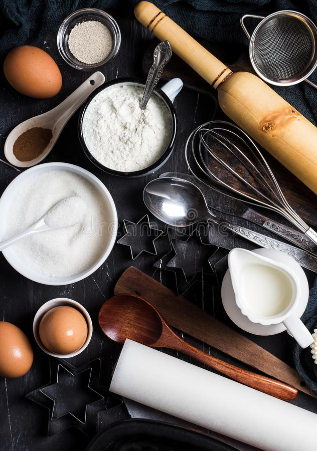 Przygotowanie wypiekowi kuchenni składniki dla gotować Sklepów spożywczych akcesoria obrazy stock