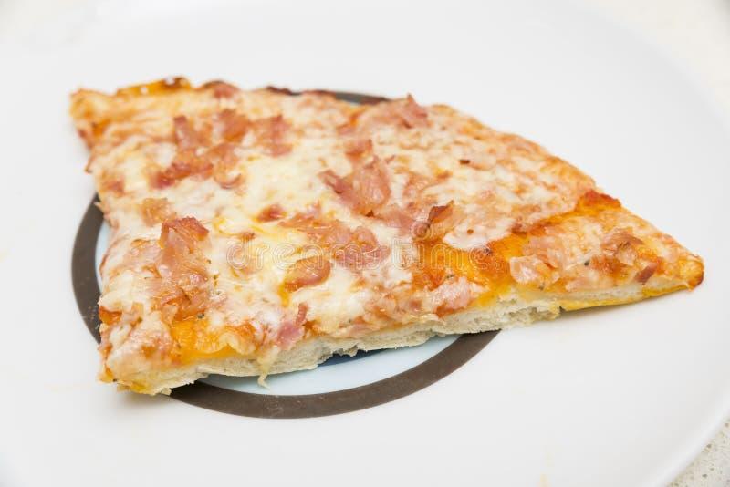 Przygotowywać pizzy ciasto z serem zdjęcie stock