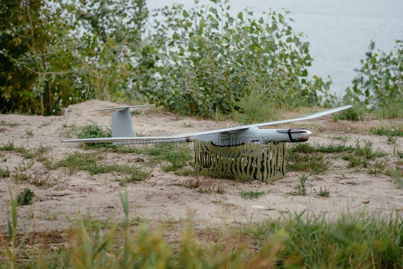 Przygotowywać wojsko trutni dla misi Wywiadowczy aircra obrazy royalty free