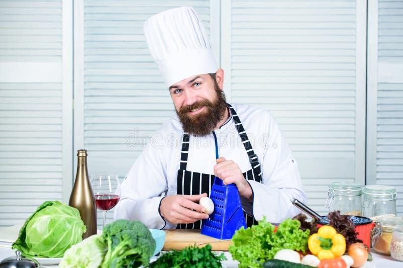 Przygotowywa składniki dla gotować Obsługuje mistrzowskiego szefa kuchni lub amatora gotuje zdrowego jedzenie Pożytecznie dla zna obrazy stock