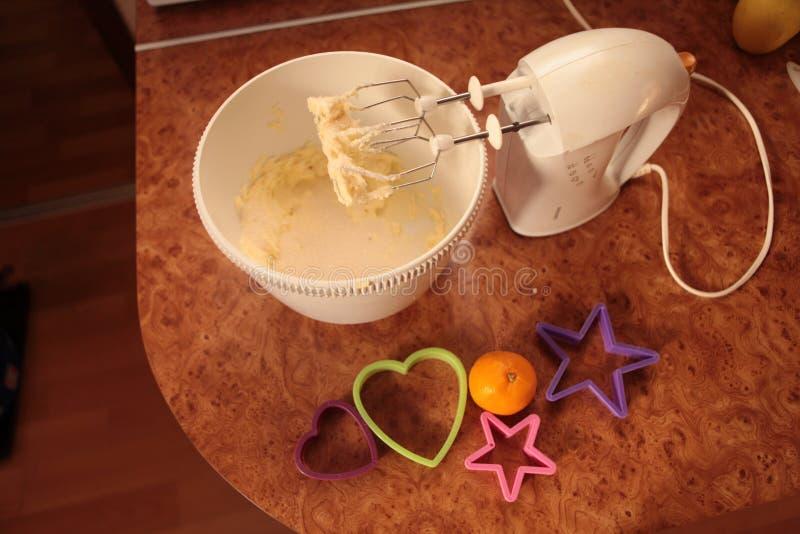 Przygotowywa smakowitych ciastka zarygluj składu pojęcia rodziny orzechy obraz stock