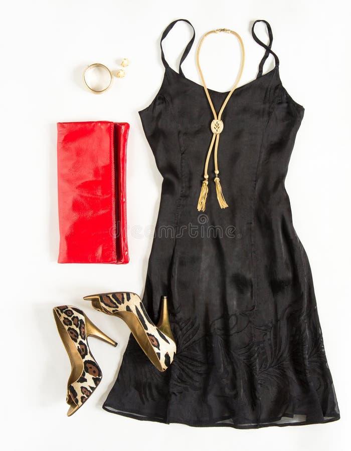 Przyjęcie gwiazdkowe strój Koktajl sukni strój, noc out patrzeje na białym tle Mała czerni suknia, czerwieni sprzęgło, lampartów  fotografia royalty free