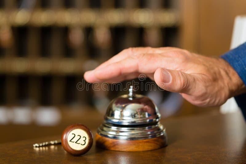 Przyjęcie - Hotelowy dzwon tuż przed używać zdjęcie stock
