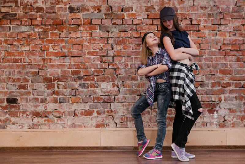 Przyjaźń w stylu taniec miastowy obraz stock
