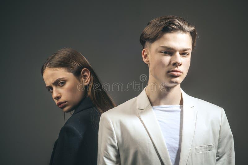 Przyjaźni powiązania Rodzinne więzi Włosiany styl i skincare Piękno i moda Mężczyzna i kobieta Mody para w miłości obraz royalty free