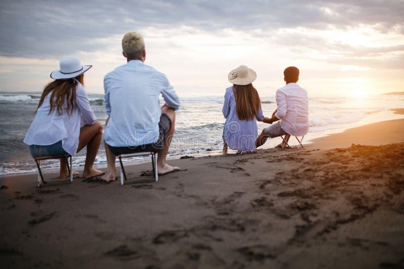 Przyjaźni wolności grupy wakacje plaży wakacje letni pojęcie fotografia royalty free