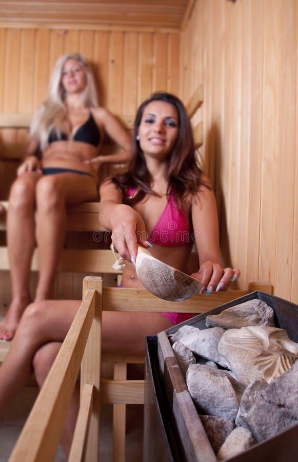 przyjaciół sauna używać zdjęcia stock