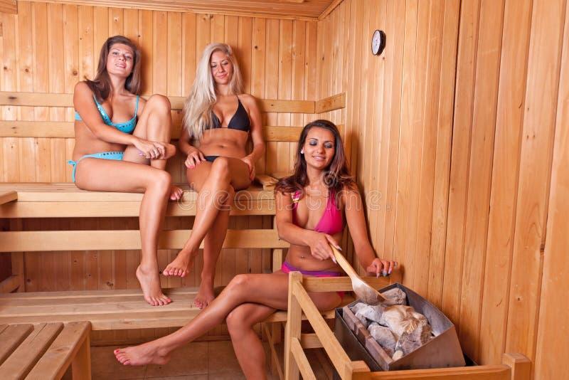 przyjaciół sauna używać zdjęcie royalty free