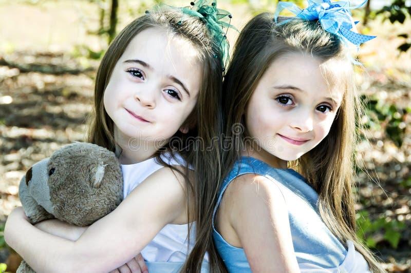 przyjaciel niedźwiadkowe siostry zdjęcie royalty free