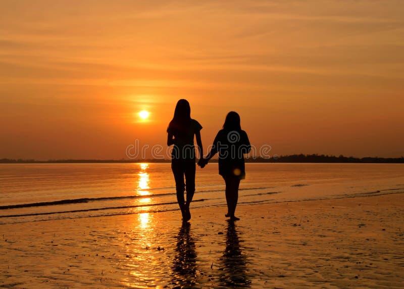przyjaciel sunset sylwetki wody zdjęcie royalty free