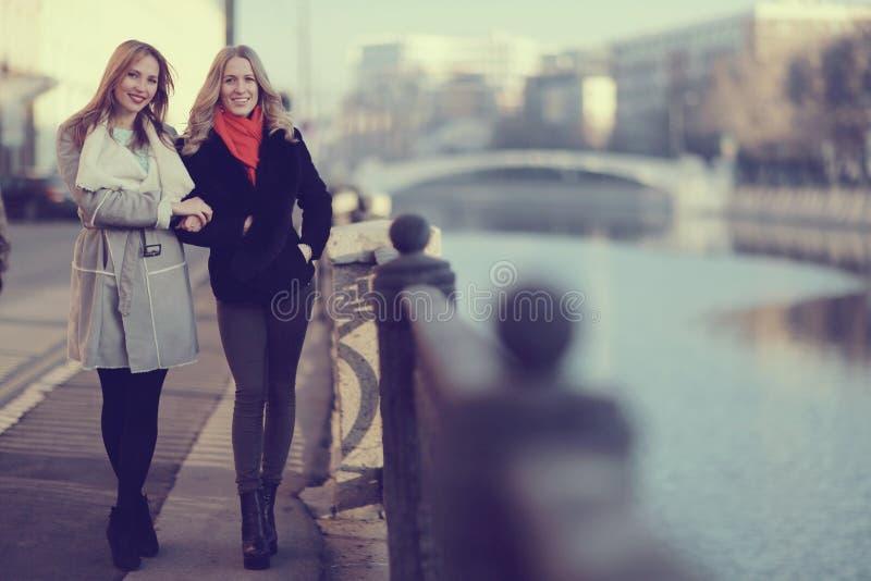 przyjaciele dwie kobiety obraz stock
