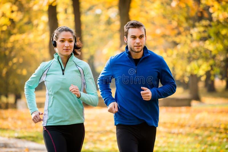 Przyjaciele jogging wpólnie obraz royalty free