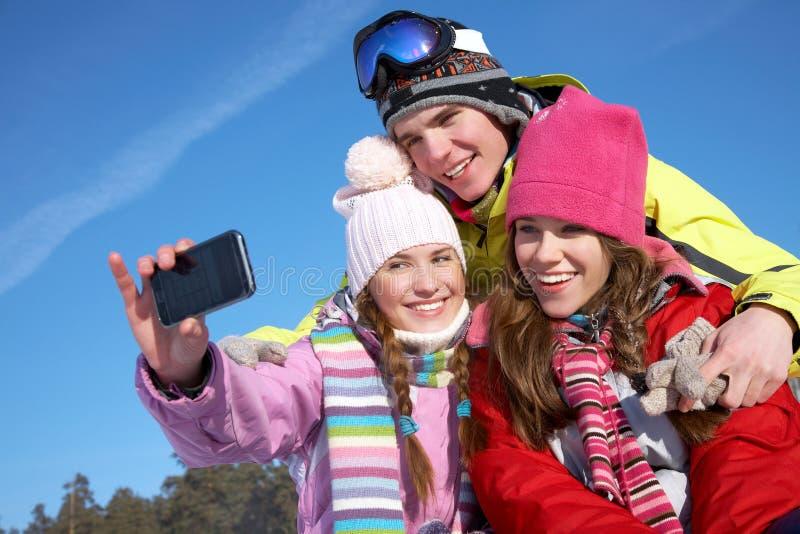 Przyjaciele w wintertime zdjęcia royalty free