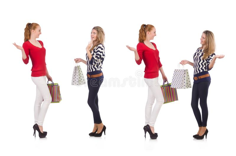Przyjaciele z torba na zakupy odizolowywającymi na bielu zdjęcia royalty free