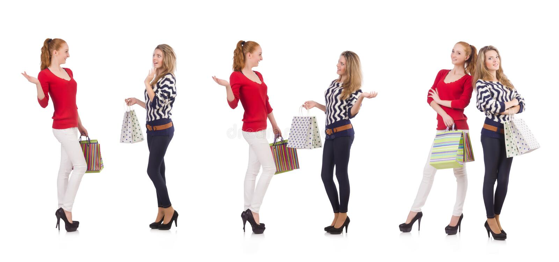 Przyjaciele z torba na zakupy odizolowywającymi na bielu zdjęcia stock