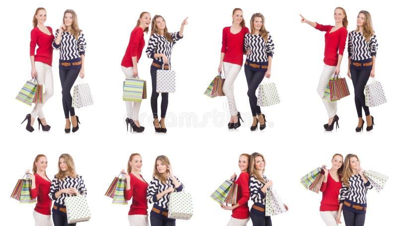 Przyjaciele z torba na zakupy odizolowywającymi na bielu obrazy stock