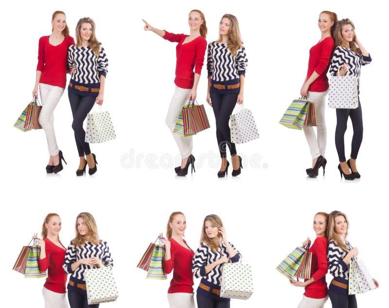 Przyjaciele z torba na zakupy odizolowywającymi na bielu fotografia royalty free