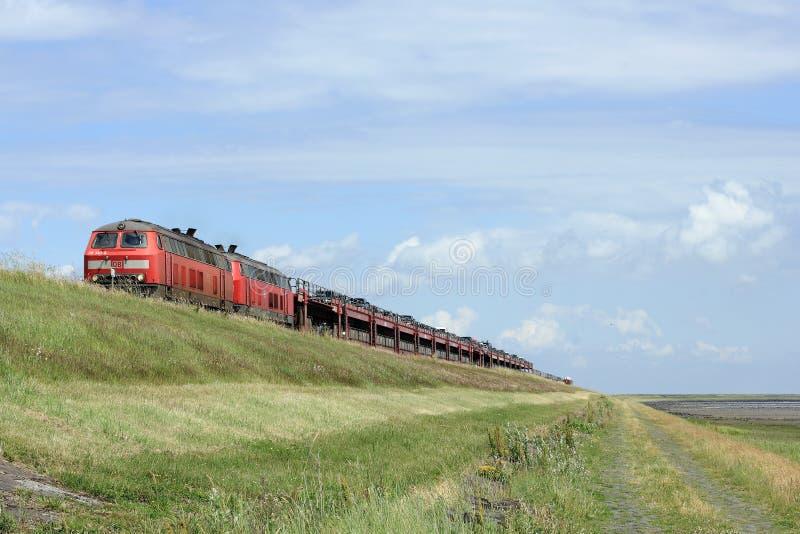Przyjazd Samochodowy wahadłowa pociąg na wyspie Sylt zdjęcia stock