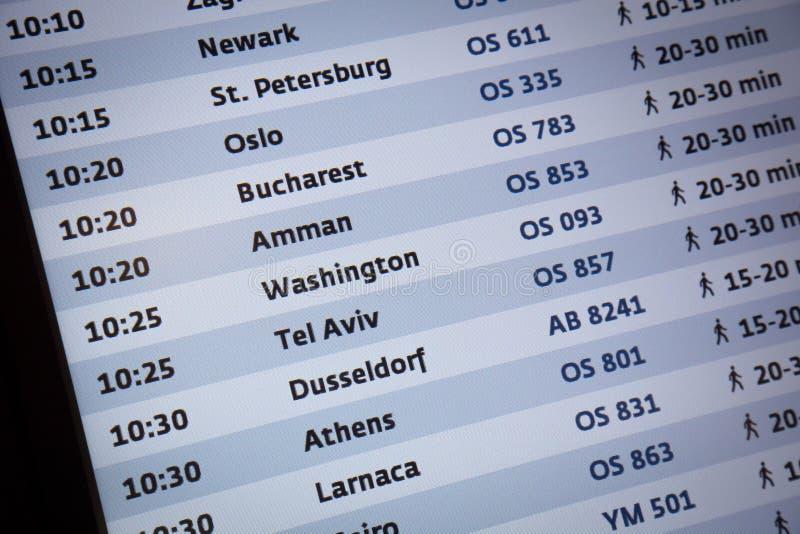 Przyjazdowa odjazd deska w lotnisku międzynarodowym obrazy stock