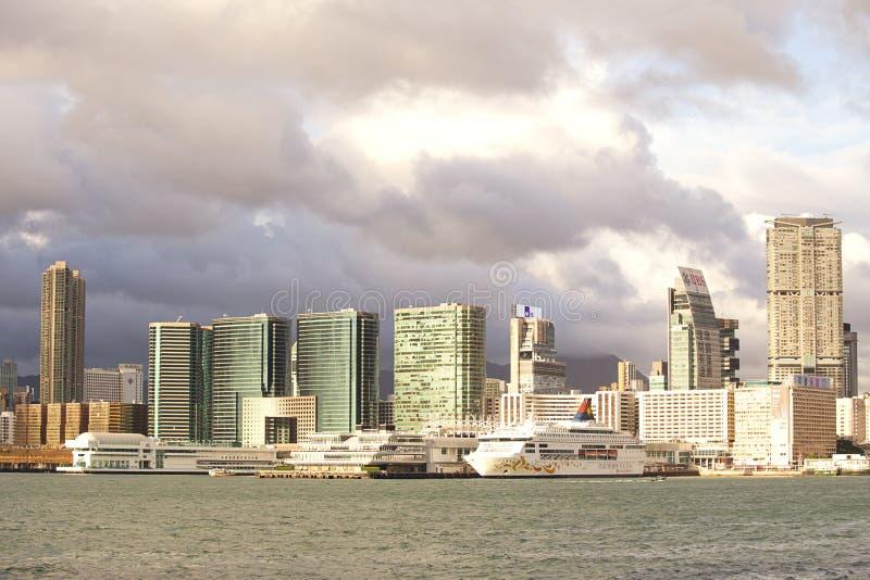 000 19 243 456 2012 przyjeżdżający barki biznesowy ładunku przewożenie odjeżdżający okręgu przodu Hong kong może milion r s niekt zdjęcia royalty free