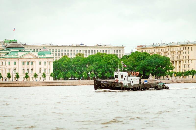 Przyjemno?ci ?odzie na rzekach St Petersburg, Rosja zdjęcie royalty free