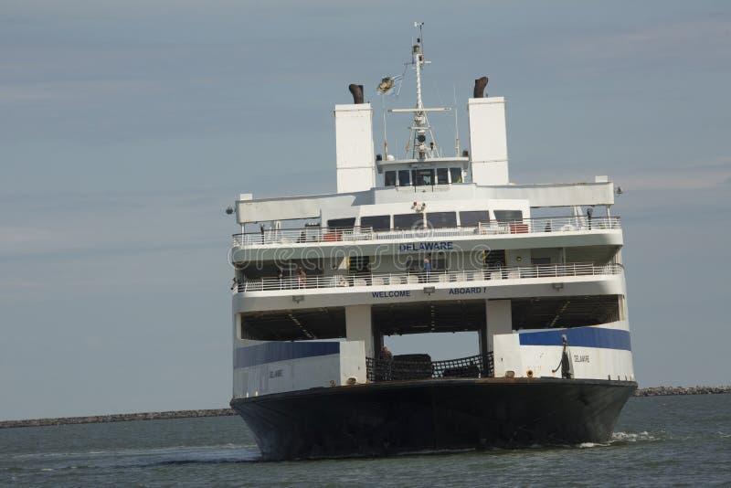 Przylądka Maja ferryboat zwroty w dok przy Lewes, Delaware zdjęcia stock
