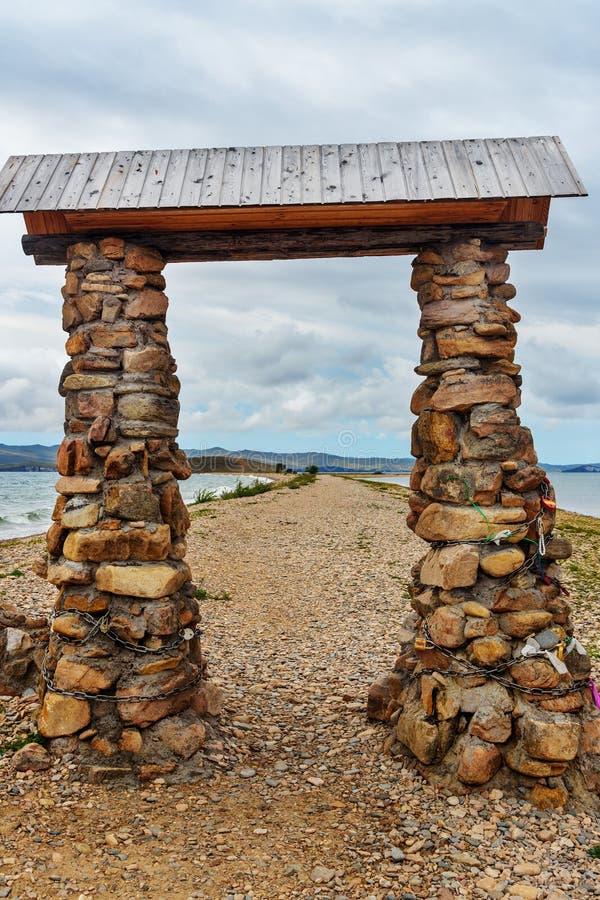 Download Przylądek Uyuga Maloe Bardziej Na Jeziornym Baikal Rosja Zdjęcie Stock - Obraz złożonej z czysty, zatoka: 106909304
