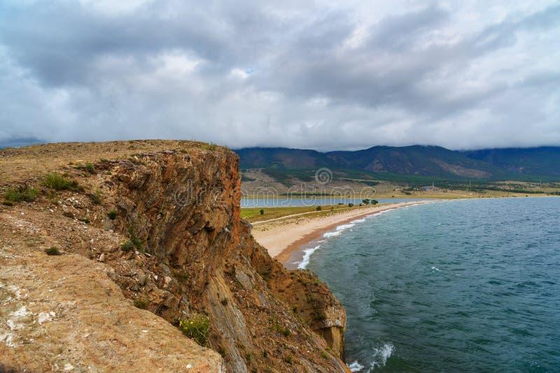 Download Przylądek Uyuga Maloe Bardziej Na Jeziornym Baikal Rosja Zdjęcie Stock - Obraz złożonej z więcej, czysty: 106909472