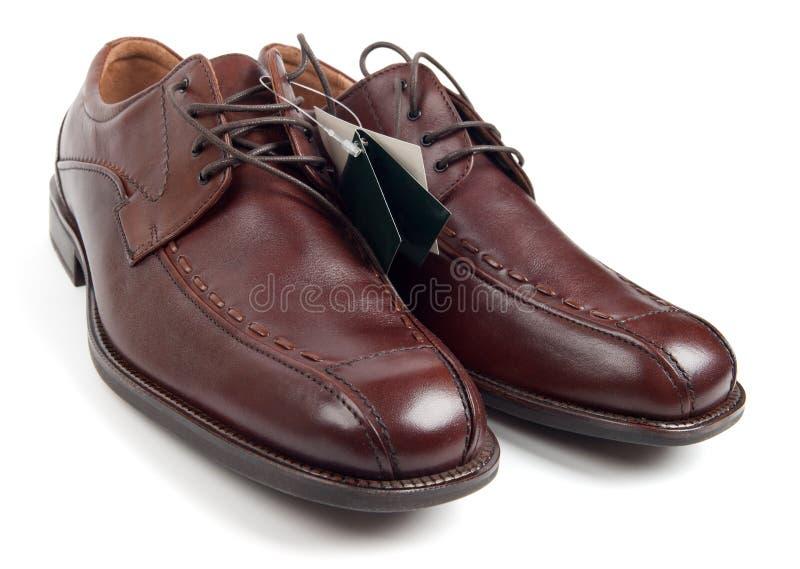 przylepiać etykietkę mężczyzna s nowi buty obraz stock