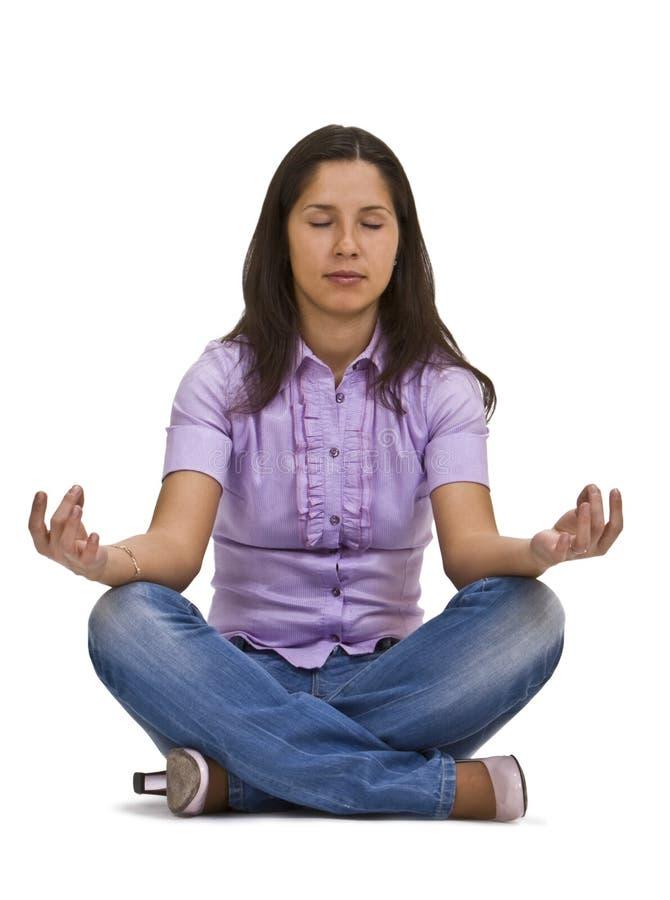 przypadkowa medytuje kobieta zdjęcie royalty free