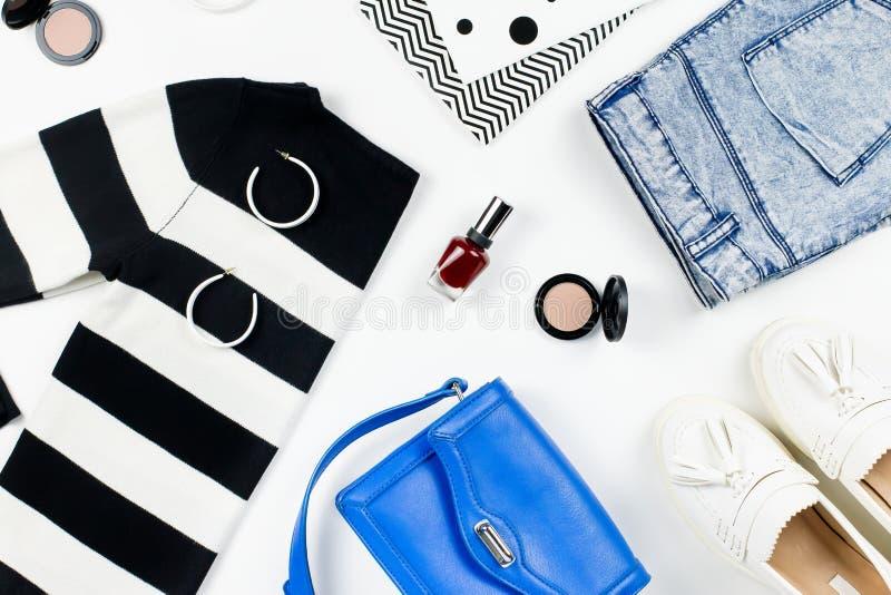 Przypadkowego stylu kobieta odzieżowa i mod akcesoriów mieszkanie nieatutowy Modni wzory i druku pojęcie zdjęcia stock
