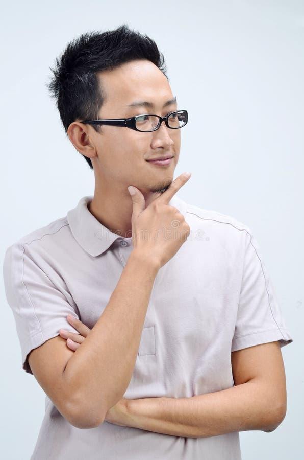 Przypadkowy Azjatycki mężczyzna główkowanie zdjęcia stock