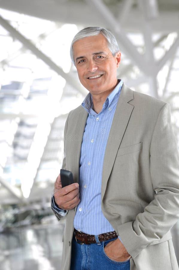 Przypadkowy biznesmen z telefon komórkowy fotografia stock