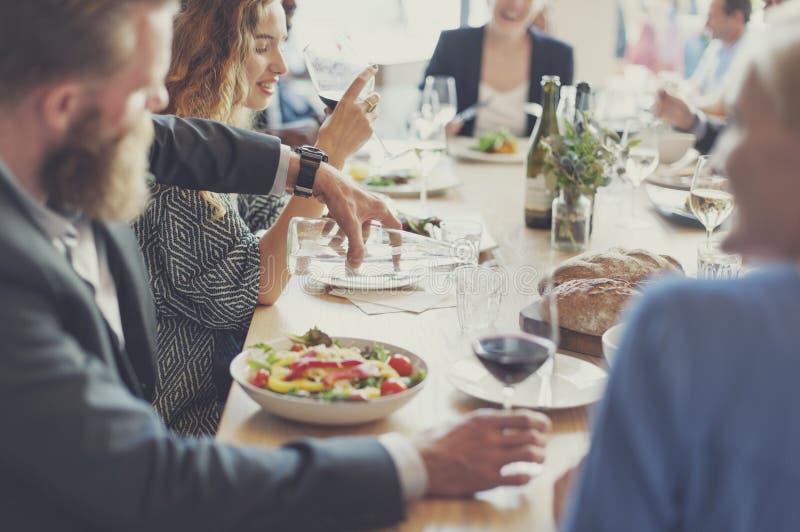 Przypadkowy catering dyskusi spotkania kolegów pojęcie fotografia royalty free