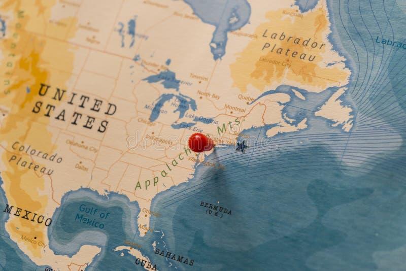 Przypinanie się do Nowego Jorku, Stanów Zjednoczonych na mapie świata obrazy royalty free