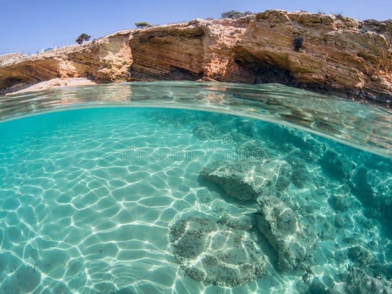 Przyrodni podwodny widok Koufonissi, Grecja obrazy royalty free