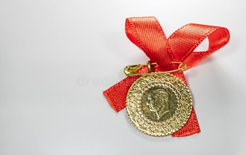 przyrodni Turecki złocisty lir na białym tle zdjęcia royalty free